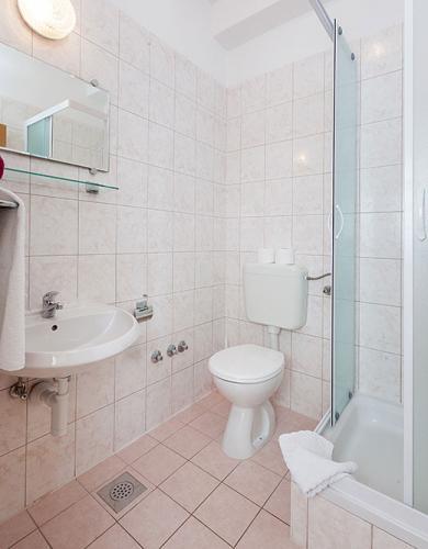 7 a4k3 vila nela tucepi bathroom