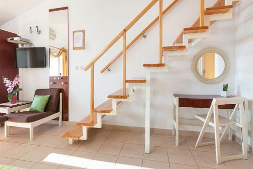 9 a4k3 vila nela tucepi stairs