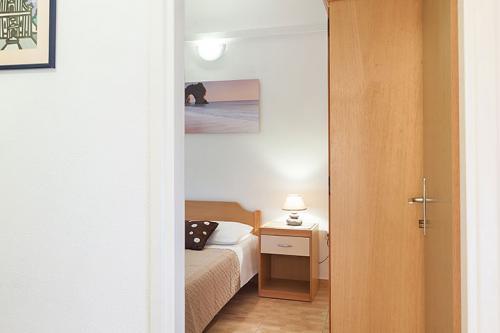 3 a22k1 vila nela tucepi bedroom1b
