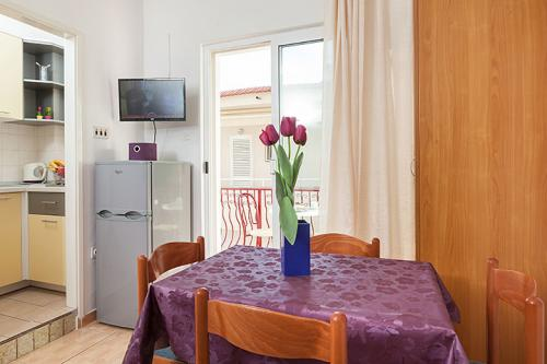 3 a22k1 vila nela tucepi dining room1c