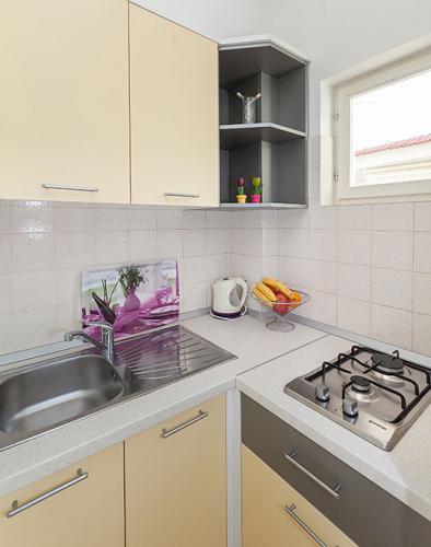 3 a22k1 vila nela tucepi kitchen1