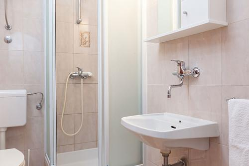 1 a5k1 vila nela tucepi bathroom1