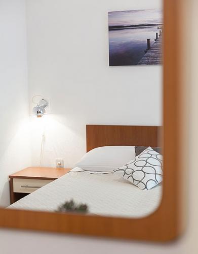 1 a5k1 vila nela tucepi bedroom1b