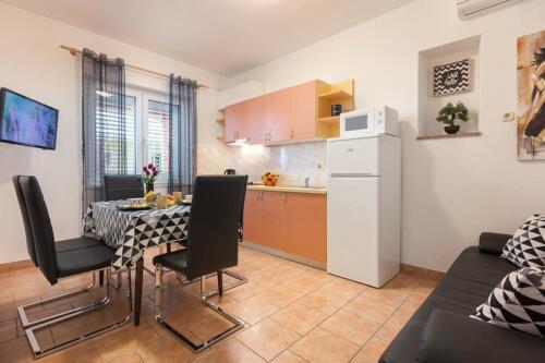 1v a a5k1 dining room1
