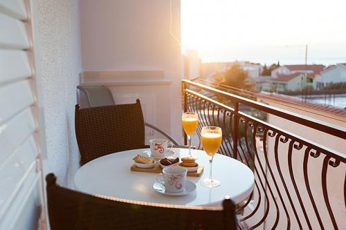 6 a3k2 vila nela tucepi balcony1b