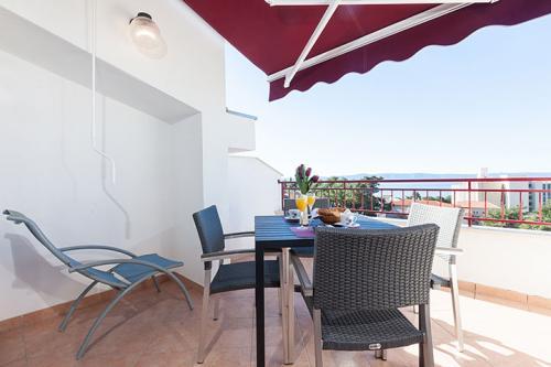 7 a4k3 vila nela tucepi balcony1b