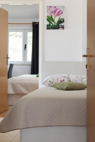 8v g a4k3 bedroom1d