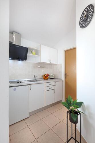 8v g a4k3 kitchen1