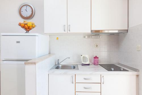 9 a4k3 vila nela tucepi kitchen1