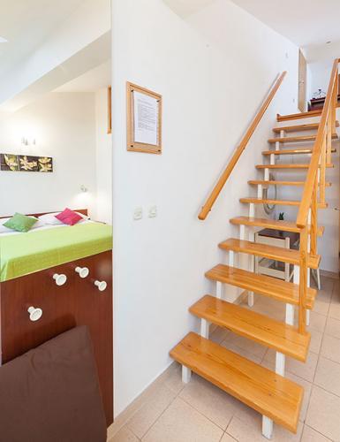 9 a4k3 vila nela tucepi stairs1b