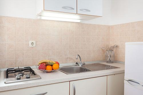 4 a31k1 vila nela tucepi kitchen1a