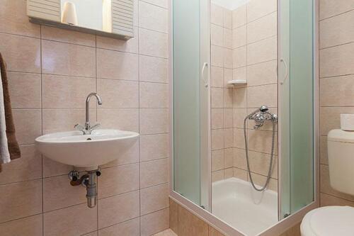 5 a31k2 vila nela tucepi bathroom1