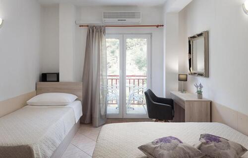 e bedroom1