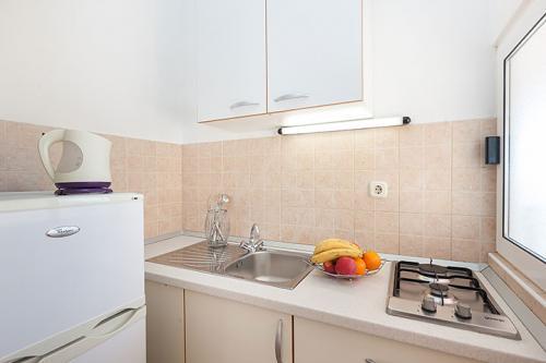 2 a4k1 vila nela tucepi kitchen1a