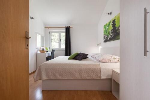 8v g a4k3 bedroom1