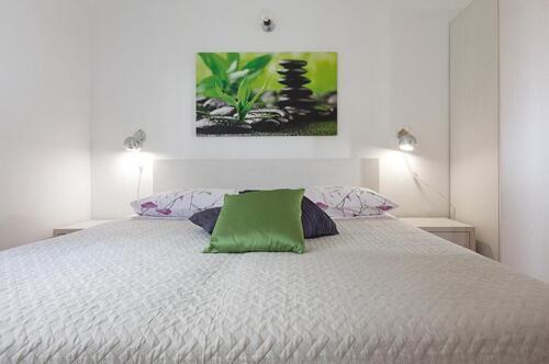 8v g a4k3 bedroom1b