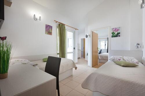 8v g a4k3 bedroom1f
