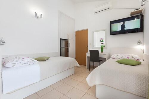8v g a4k3 bedroom1g