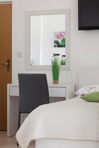8v g a4k3 bedroom1i