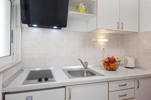 8v g a4k3 kitchen1a