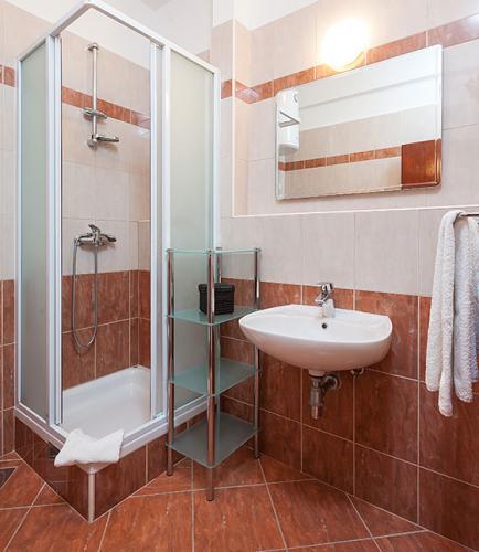 4 a31k1 vila nela tucepi bathroom1