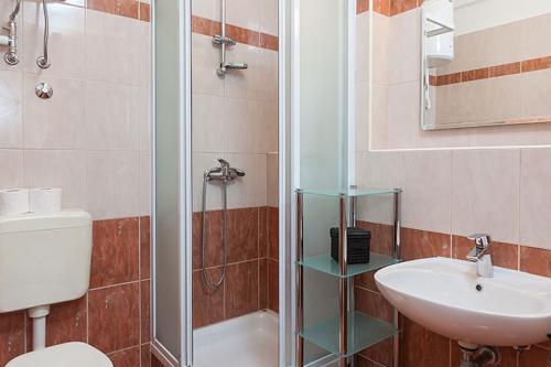 4 a31k1 vila nela tucepi bathroom1a