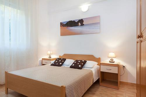 3 a22k1 vila nela tucepi bedroom1a