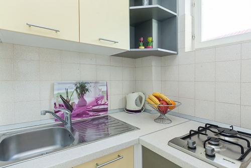 3 a22k1 vila nela tucepi kitchen1a